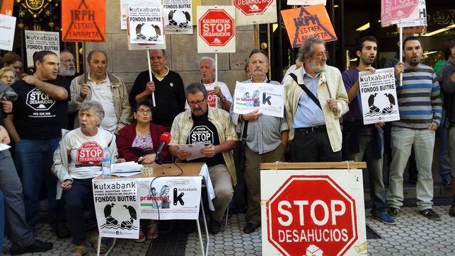 Palmira-miembros-Stop-Desahucios-Kutxabank_EDIIMA20141014_0505_4