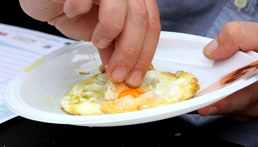 Concurso de huevos fritos. Donostia. 04-10-2014. Foto Arizmendi
