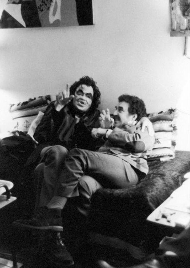 3 Julio Cortázar, disfrazado de vampiro 1974 PARIS