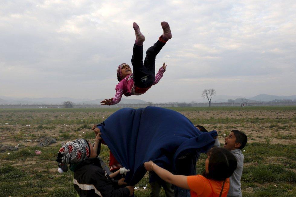 campamento improvisado para los migrantes y refugiados en la frontera entre Grecia y Macedonia